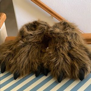 WISHPETS GRIZZLY BEAR SLIPPERS NEW